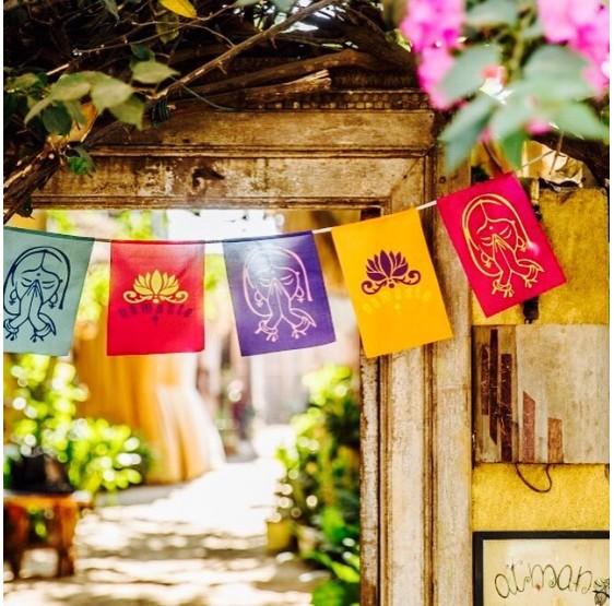 Drapeaux  Lotus Namaste sur corde